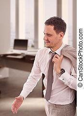 bureau, homme affaires, beige, chemise, veste, épaule, tenant main, dehors, salutation, blanc, cravate, sourire, porter, coup, sien, jeune