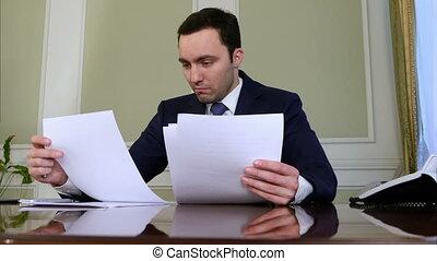 bureau, homme affaires, fonctionnement, portrait, paperasserie, sien, jeune