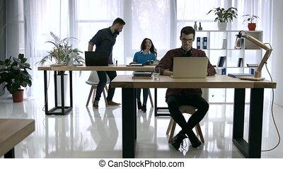 bureau occupé, fonctionnement, défaillance, créatif, temps, jour