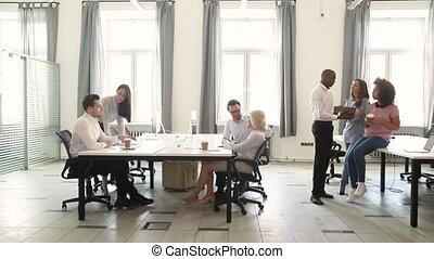 bureau occupé, fonctionnement, espace, multiculturel, conversation, technologie, personnel