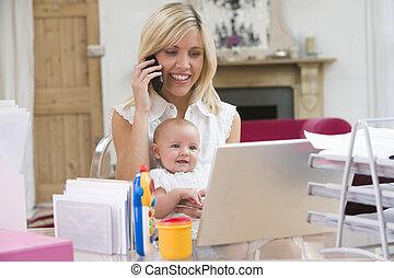 bureau, ordinateur portable, téléphone, mère, bébé, maison