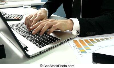 bureau, professionnels, ordinateur portatif, dactylographie