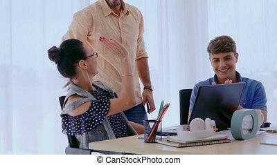 bureau, réunion affaires, groupe, gens, concepteur, créatif, artiste, desk.