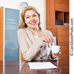 bureau, table, séance, femme souriant