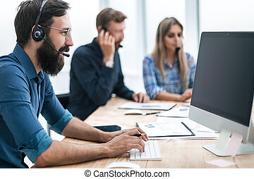 business, casque à écouteurs, séance homme, bureau, table