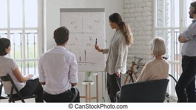 business, mélangé, speaker., course, gens, femme, concentré, écoute, jeune