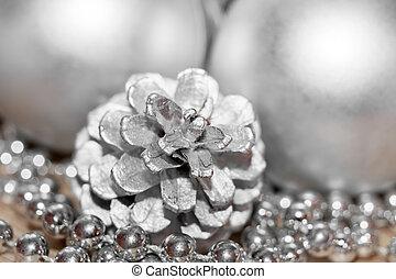 cône pin, fil, résumé, perles, balles, noël, argent, gros plan, coloré, brouillé, arrière-plan.