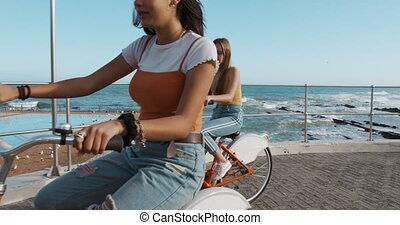 côté, équitation, mélangé, girl, bord mer, vue, vélo, caucasien, course