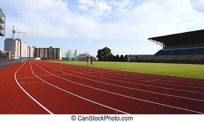 côté, pratiquer, formation, athlètes, piste, sports, stade, vue, caucasien, piste, stade, courant, courses, champ
