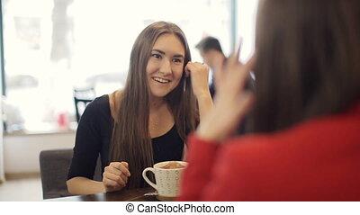 café, conversation, filles, sourire, deux