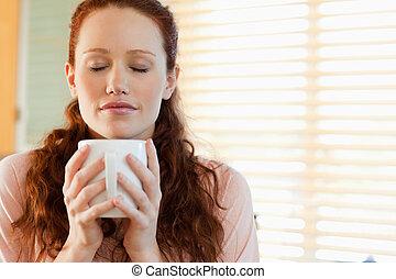 café, elle, odeur, apprécie, femme