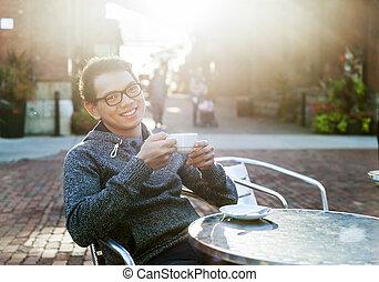 café extérieur, jeune homme, asiatique