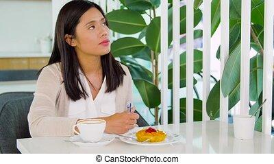 café, femme, café, asiatique, cahier