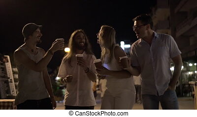 café, grillage, rue, nuit, tasses, amis