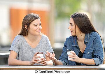 café, parc, deux, conversation, boire, amis