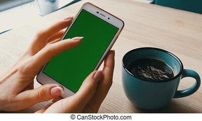 café, prise, clã©, tasse, mobile, écran, chroma, suivant, téléphone, vert, femelle transmet, blanc, café, smartphone, smartphone.