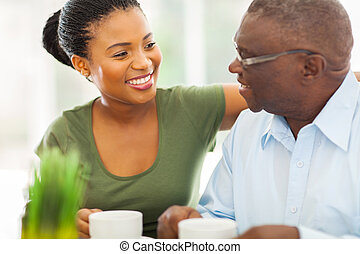 café, sien, personnes agées, granddaughteer, américain, africaine, maison, sourire, apprécier, homme
