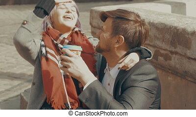 café, sien, tasse, jeune, petite amie, donne, homme