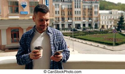café, smartphone, jeune, coupure, quoique, sien, utilisation, outdoors., apprécier, homme