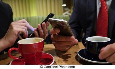 ??????????, cafe., boire, ?, smartphone, mains, café, business, texting, sms, 4k, femme, envoi