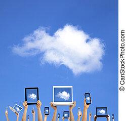 calculer, nuage, tenant mains, intelligent, tablette, toucher, concept., téléphone, informatique, ordinateur portable, tampon