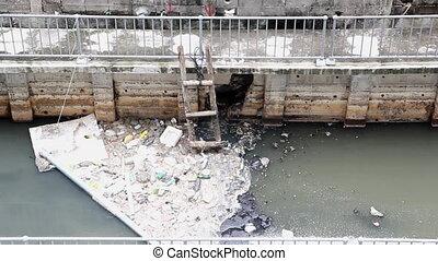 canal transmission eau, gaspillage, déchets