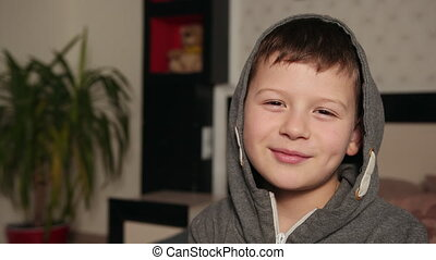 capuchon, conversation, beau, dit, garçon, jeune, portrait, garçon, parler