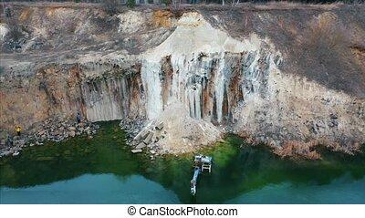 carrière, excavateur, inondé, lac, grand, basaltic
