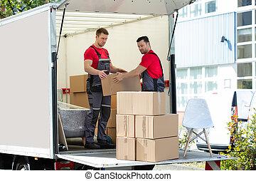 carton, camion, hommes, boîtes, jeune, empilement, en mouvement