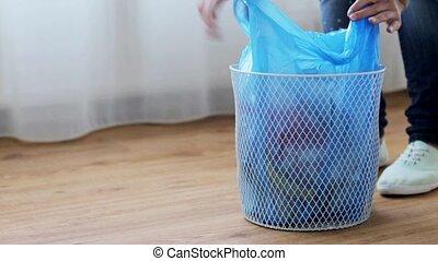 casier, femme, sac ordures, attachement, gaspillage