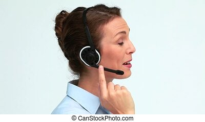 casque à écouteurs, femme, bien-habillé, parler