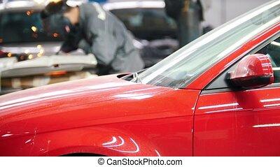 casque, service, réparation, auto, industrial:, ouvrier, détail, voiture, devant, rouges, soudure