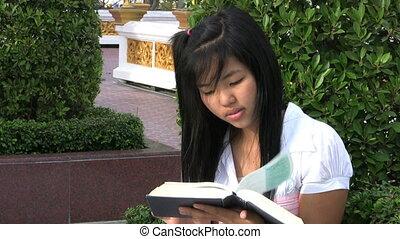 cellule, livre, lecture fille, répondre