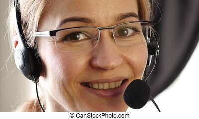 center., client, proffessional, service, fonctionnement, femme affaires, conversation, appeler, 4k, headset.