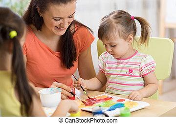center., peu, femme, daycare, filles, prof, amusez-vous, peinture, enfants, pastime.