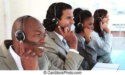 centre, conversation, leur, appeler, agents, ecouteurs, heureux