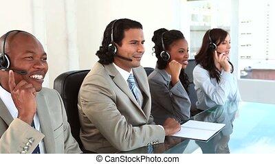 centre, fonctionnement, appeler, agents, ecouteurs, heureux