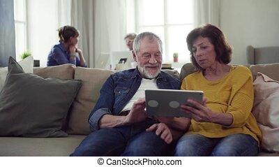 centre, tablette, couple, communauté, club., utilisation, personne agee