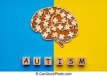 cerveau, bleu, puzzle, dispersé, inscription, autism., jaune, six, haut, cubes, railler, arrière-plan., morceaux, humain