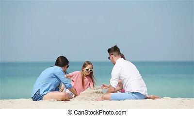 château, famille blanche, sable, confection, plage tropicale, quatre