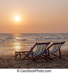 chaises, plage, couple, pont