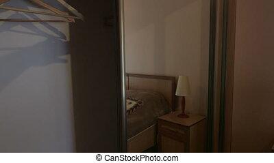 chambre à coucher, moderne, porte, hôtel, garde-robe, miroir, intérieur, glissement