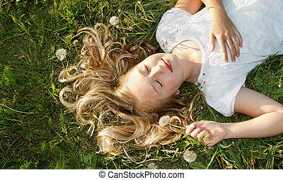 champ, girl, herbe, dormir