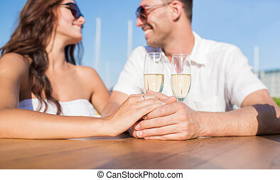 champagne, juste, couple, mariés, café, heureux