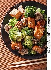 champignons, vertical, végétarien, tofu, sésame, fry:, brocoli, closeup., remuer, vue dessus