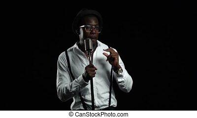 chante, chanteur, lent, microphone, dance., mouvement, arrière-plan., américain, noir, homme africain