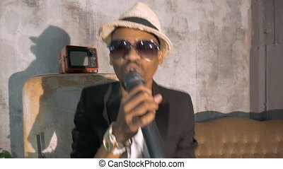 chante, homme, microphone., emotionally, africaine