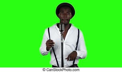 chante, microphone, lent, screen., dance., mouvement, vert, chanteur, homme