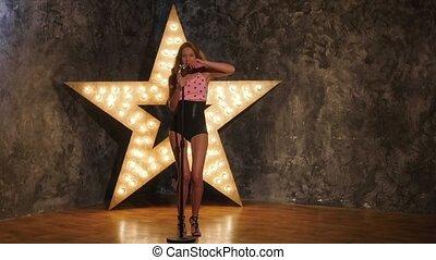 chanteur, femme, étoile, mouvement, arrière-plan., lent, briller, microphone