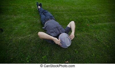 chapeau, herbe, parc, mensonge, homme